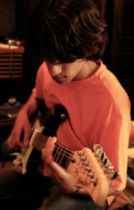 guitar-player-1435601-639x1006