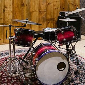 Acoustic drums set